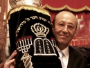 Лидер евреев Евразии передал новой украинской синагоге Свиток Торы