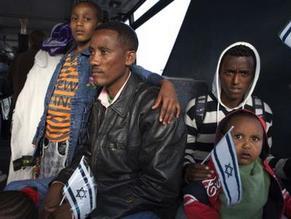 Emigrating Ethiopian Falash Mura arrive in Israel