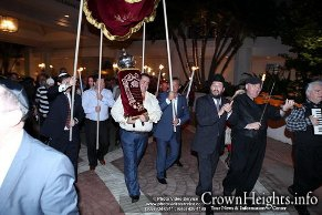Chabad Russian Center Welcomes New Torah