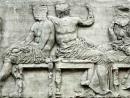 Стивен Фрай выступил за возвращение Греции античных барельефов