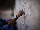 Почта Израиля доставила к Стене плача письма со всего мира, адресованные богу