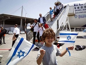 Special fight brings 200 new immigrants from France to Israel