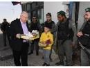 Президент Реувен Ривлин принес солдатам угощение на Пурим
