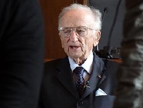 98-летнему охотнику за нацистами вручили премию имени Мартина Лютера Кинга