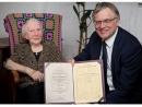 Ректор Вильнюсского университета вручил в Израиле диплом «Восстановление памяти» Э. Клабинайте–Гробман