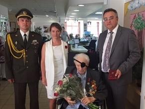 Посол Украины Геннадий Надоленко вручил орден «За заслуги» III степени Семену Розенфельду