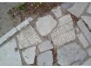 В Ульяновске тротуар замостили надгробными плитами