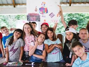 Темой, вдохновившей участников лагеря в День украинской культуры, стала Украина 90-х