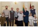 Президент Литовской Республики наградила спасителей евреев