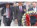 Советник президента США по нацбезопасности Джон Болтон возложил цветы к месту убийства Немцова