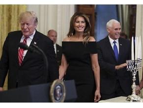 Дональд и Мелания Трамп зажгли свечи ханукии