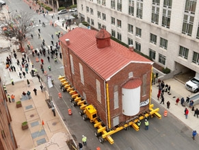 Самую старую синагогу Вашинтона перевезли на новое место