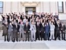 Учителя студентов, поднявших руки в нацистском салюте на выпускном фото, собирают деньги для музея Аушвица