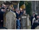 Президент Франции посетил оскверненное еврейское кладбище