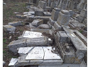 Вандалы разбили 73 еврейских надгробия в Румынии