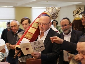 New Torah Scroll is Welcomed in Krasnoyarsk, Russia