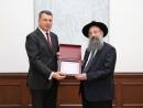 Раввин Глазман получил награду от Президента