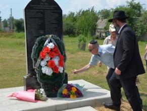 К 101-й годовщине Глуховской трагедии на старинном еврейском кладбище открыли памятник жертвам погрома 1918 года.