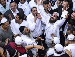 Nearly 27,000 Jewish pilgrims mark new year, pray at sacred grave in Uman