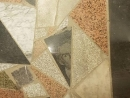 В Казахстане в торговом центре покрыли пол фрагментами надгробных плит с портретами усопших