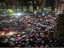 В Милане тысячи людей собрались у мемориала Холокоста