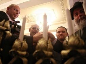 Ukrainian parliament hosts Hanukkah candle lighting