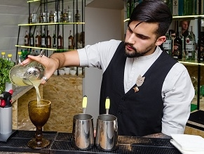 The first kosher bar in the former Soviet Union serves up cocktails and Torah lessons