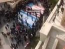 Жители Тегерана отказались топтать израильский флаг и осудили наступающих на него