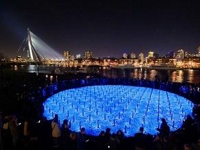 Светящиеся камни образуют новый мемориал жертвам Холокоста в Нидерландах