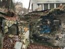 Во Львове в стене заброшенного дома нашли еврейское надгробие