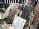 Еврейские надгробия, найденные в стене дома во Львове, передали на Яновское кладбище