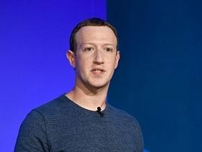 Цукерберг передал врачам хранившиеся в Facebook маски