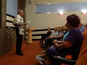 В США организовали серию онлайн-выступлений выживших в Холокост
