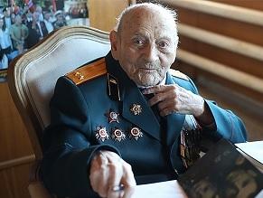 Yefim Haim Goldberg, a celebrated Russian-Jewish war veteran, dies at 106