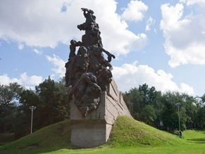 How can a Russian oligarch control remembrance of the Victims of Babyn Yar in Ukraine?