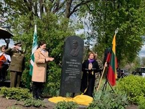 В Ширвинтай открыт памятник участнице борьбы за независимость Литвы Либе Мядникене