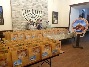 Amid the pandemic Russian Jews stay cautious, receive Shavuot packages