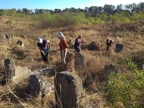 В Одесской области старинное еврейское кладбище расчистили от мусора