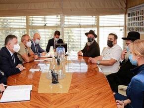 Министр МВД Украины провел встречу с представителями хасидской общины