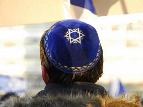 Вокруг немецкой синагоги образовали живую цепь в знак солидарности с еврейской общиной