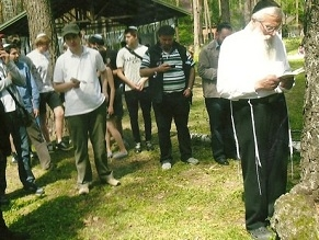 Rabbi Yosef Mendelevich seeks to prevent Babi Yar Holocaust Memorial over Jewish Graves