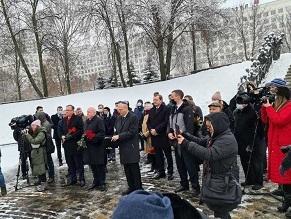 Память жертв Холокоста почтили в мемориальном комплексе «Яма»