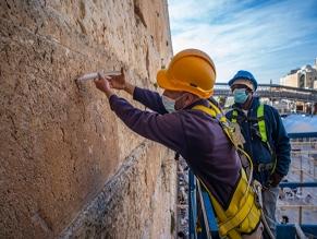 Начались предпасхальные работы по консервации камней Стены плача