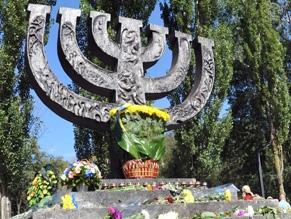 Позиция членов ВСЦиРО по чествованиюпамяти жертв нацизма и коммунизма в Бабьем Яру