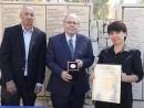 Дани Даян вручил награду Праведника народов мира Лилане Гринчик из Украины