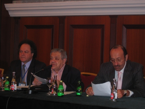 Слева направо: член Генерального совета ЕАЕК Михаил Оштрах; генеральный секретарь ЕАЕК Михаил Членов; президент ЕАЕК Александр Машкевич